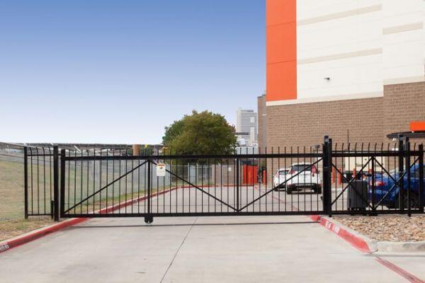 Public Storage - Dallas - 1611 Chestnut St 1611 Chestnut St Dallas, TX - Photo 3