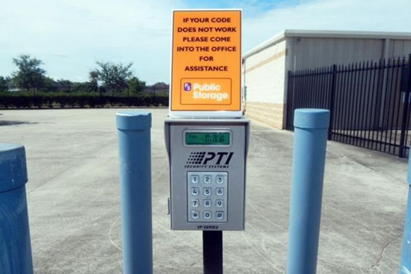 Public Storage - League City - 3730 Columbia Memorial Pkwy 3730 Columbia Memorial Pkwy League City, TX - Photo 4
