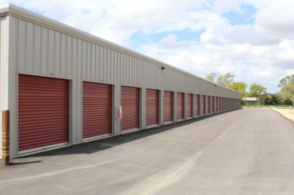 Seguin Storage 1301 East Kingsbury Street Seguin, TX - Photo 4