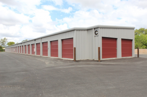 Seguin Storage 1301 East Kingsbury Street Seguin, TX - Photo 5
