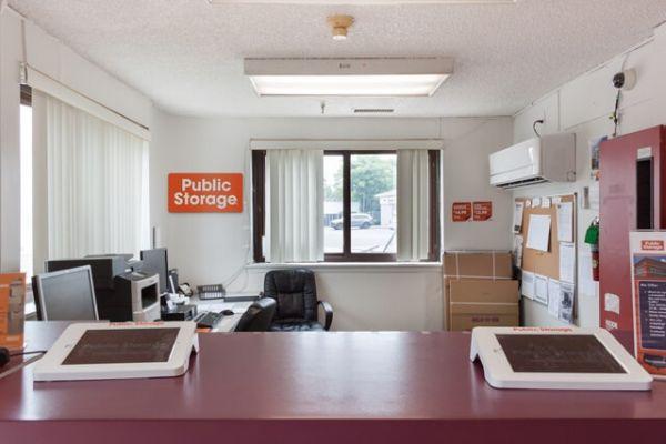 Public Storage - Hempstead - 817 Peninsula Blvd 817 Peninsula Blvd Hempstead, NY - Photo 2