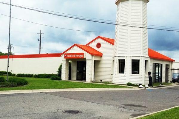 Public Storage - Southfield - 19350 W 8 Mile Rd 19350 W 8 Mile Rd Southfield, MI - Photo 0