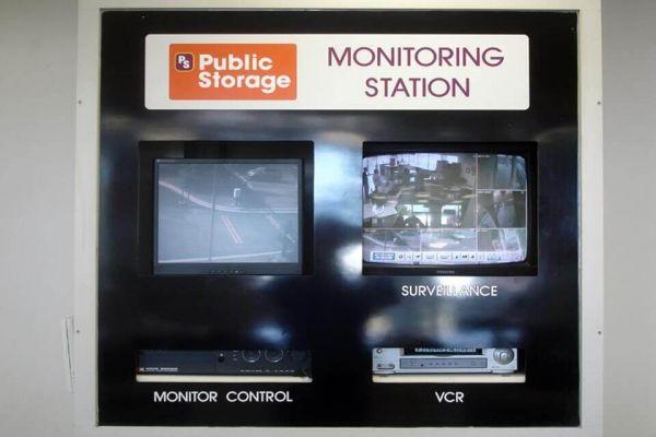 Public Storage - Oak Park - 20700 Greenfield Road 20700 Greenfield Road Oak Park, MI - Photo 3