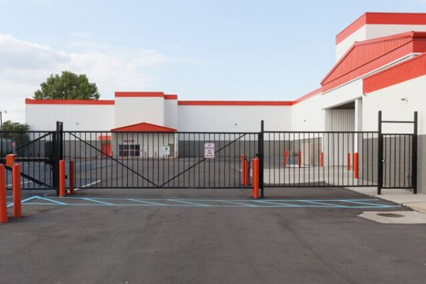 Public Storage - Madison Heights - 1020 W 13 Mile Rd 1020 W 13 Mile Rd Madison Heights, MI - Photo 3