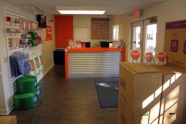Public Storage - Cayce - 540 Knox Abbott Dr 540 Knox Abbott Dr Cayce, SC - Photo 2