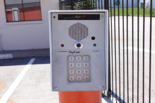 Public Storage - Mission - 6560 Foxridge Drive 6560 Foxridge Drive Mission, KS - Photo 4
