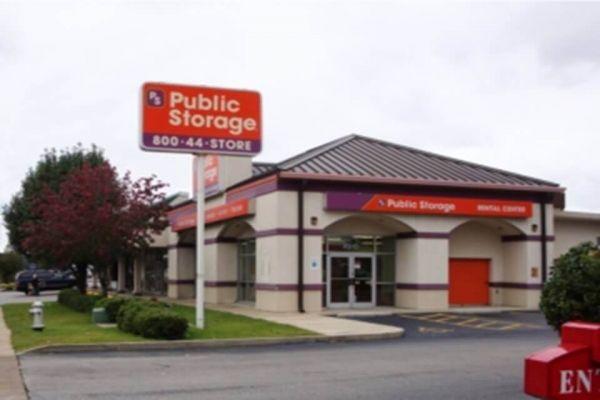 Public Storage - Memphis - 4910 Poplar Ave 4910 Poplar Ave Memphis, TN - Photo 0