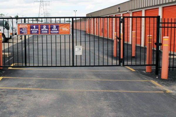 Public Storage - West Allis - 11122 W Lincoln Ave 11122 W Lincoln Ave West Allis, WI - Photo 3