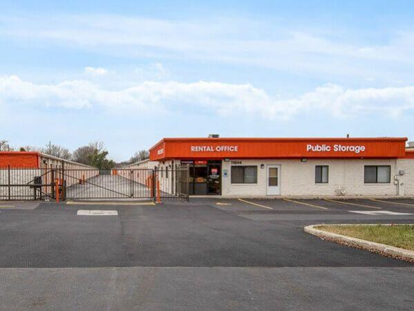 Public Storage - Merrionette Park - 11644 S Kedzie Ave 11644 S Kedzie Ave Merrionette Park, IL - Photo 0