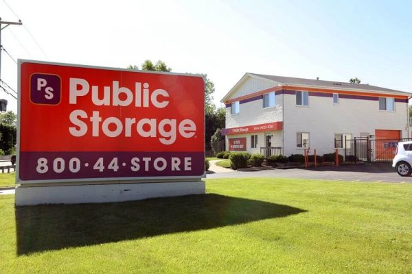 Public Storage - Elgin - 1300 East Chicago Street 1300 East Chicago Street Elgin, IL - Photo 0