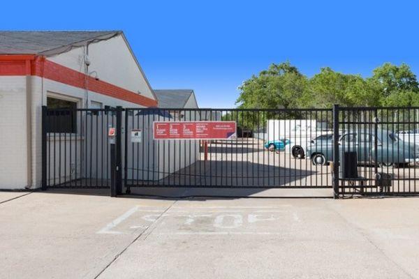Public Storage - Wichita - 206 E MacArthur Road 206 E MacArthur Road Wichita, KS - Photo 3
