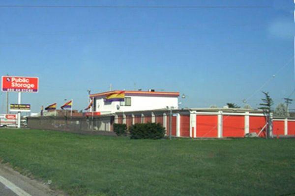 Public Storage - Hazelwood - 6030 N Lindbergh Blvd 6030 N Lindbergh Blvd Hazelwood, MO - Photo 0