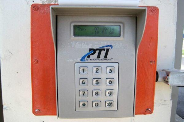 Public Storage - Hazelwood - 6030 N Lindbergh Blvd 6030 N Lindbergh Blvd Hazelwood, MO - Photo 4