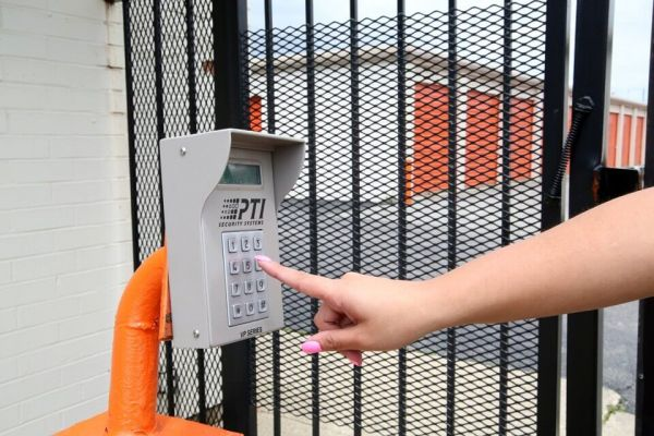 Public Storage - Elmhurst - 297 W Lake St 297 W Lake St Elmhurst, IL - Photo 4