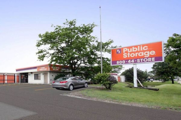 Public Storage - Elk Grove Village - 2901 Touhy Ave 2901 Touhy Ave Elk Grove Village, IL - Photo 0