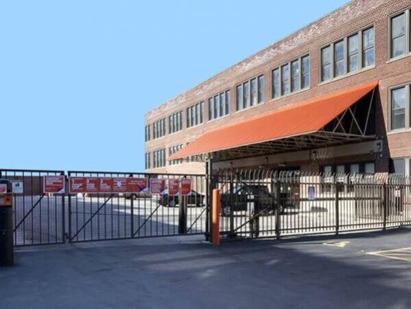 Public Storage - Chicago - 2101 W Howard Street 2101 W Howard Street Chicago, IL - Photo 3