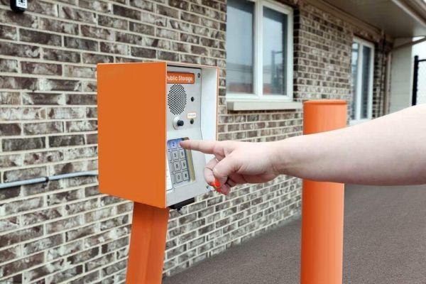 Public Storage - Schaumburg - 130 Hillcrest Blvd 130 Hillcrest Blvd Schaumburg, IL - Photo 4