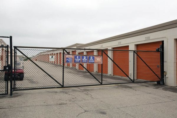 Public Storage - Schaumburg - 130 Hillcrest Blvd 130 Hillcrest Blvd Schaumburg, IL - Photo 3