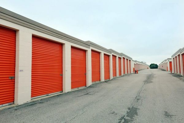 Public Storage - Schaumburg - 130 Hillcrest Blvd 130 Hillcrest Blvd Schaumburg, IL - Photo 1