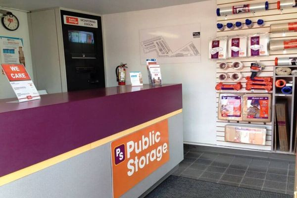 Public Storage - Gresham - 2190 NW Burnside Rd 2190 NW Burnside Rd Gresham, OR - Photo 2