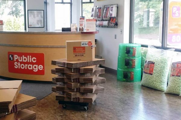 Public Storage - Portland - 10315 SW Barbur Blvd 10315 SW Barbur Blvd Portland, OR - Photo 2