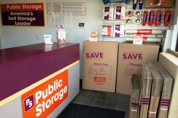Public Storage - Gresham - 1421 E Powell Blvd 1421 E Powell Blvd Gresham, OR - Photo 2