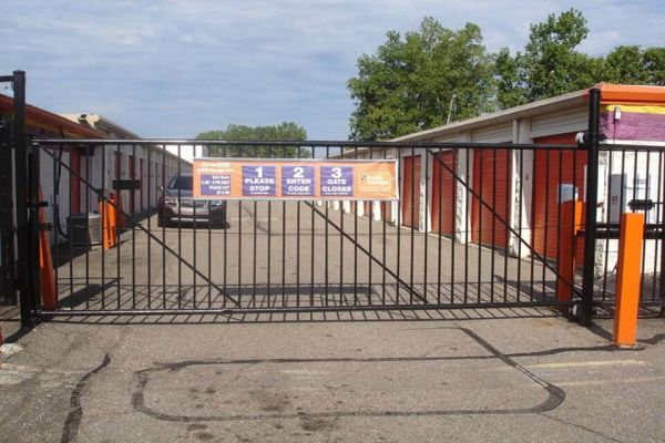 Public Storage - Fraser - 31505 Groesbeck Hwy 31505 Groesbeck Hwy Fraser, MI - Photo 3