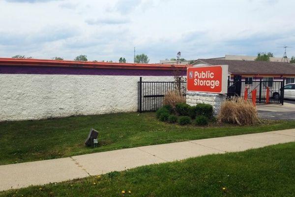Public Storage - Farmington - 34050 W 9 Mile Road 34050 W 9 Mile Road Farmington, MI - Photo 0
