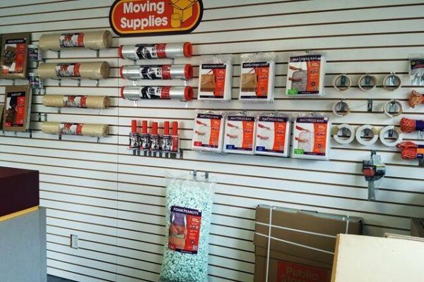 Public Storage - Farmington - 34050 W 9 Mile Road 34050 W 9 Mile Road Farmington, MI - Photo 2