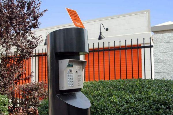 Public Storage - Commack - 5052 Jericho Turnpike 5052 Jericho Turnpike Commack, NY - Photo 4
