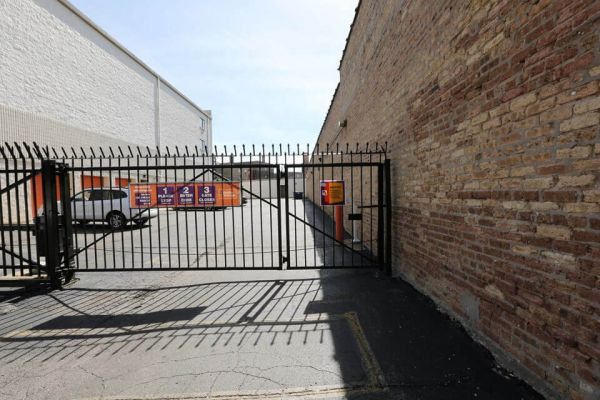 Public Storage - Chicago - 4072 N Broadway Street 4072 N Broadway Street Chicago, IL - Photo 3