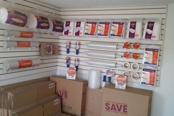 Public Storage - Gladstone - 7707 N Oak Trafficway 7707 N Oak Trafficway Gladstone, MO - Photo 2