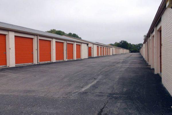 Public Storage - Gladstone - 7707 N Oak Trafficway 7707 N Oak Trafficway Gladstone, MO - Photo 1