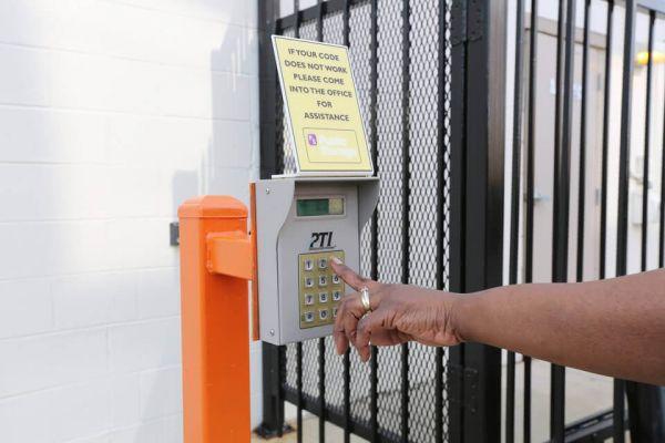 Public Storage - Des Plaines - 8790 W Golf Road 8790 W Golf Road Des Plaines, IL - Photo 4
