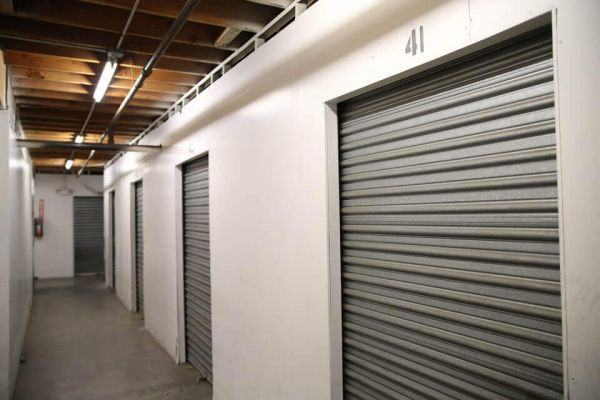 Public Storage - Los Angeles - 1702 S San Pedro Street 1702 S San Pedro Street Los Angeles, CA - Photo 1
