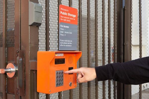 Public Storage - North Hollywood - 5410 Vineland Ave 5410 Vineland Ave North Hollywood, CA - Photo 4