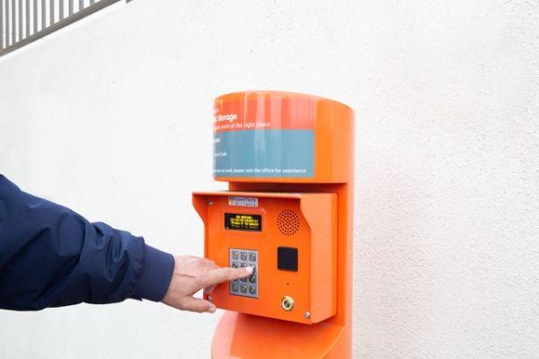 Public Storage - Santa Ana - 4501 W MacArthur Blvd 4501 W MacArthur Blvd Santa Ana, CA - Photo 4
