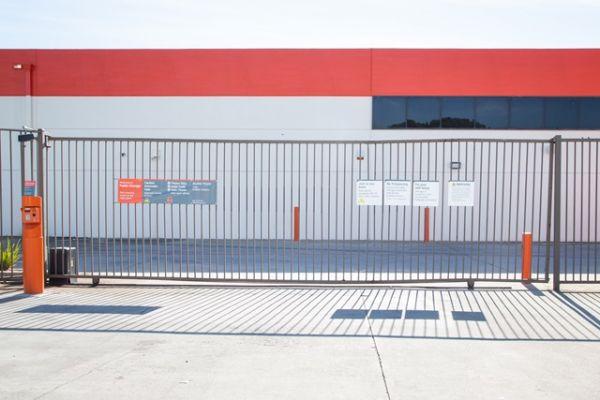 Public Storage - El Segundo - 1910 Hughes Way 1910 Hughes Way El Segundo, CA - Photo 3