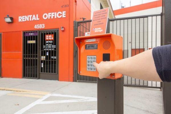 Public Storage - Los Angeles - 4583 Huntington Drive South 4583 Huntington Drive South Los Angeles, CA - Photo 4