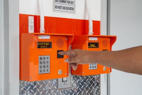 Public Storage - Los Angeles - 11259 W Olympic Blvd 11259 W Olympic Blvd Los Angeles, CA - Photo 4