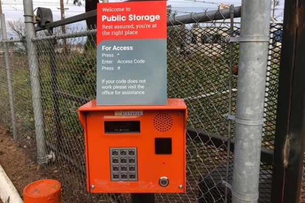 Public Storage - Gresham - 2600 NW Burnside Court 2600 NW Burnside Court Gresham, OR - Photo 4