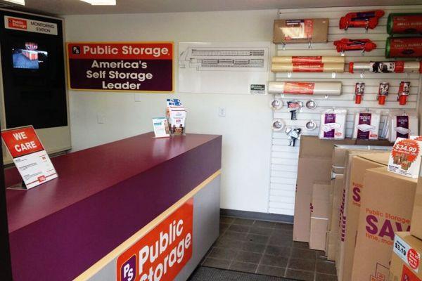 Public Storage - Gresham - 2600 NW Burnside Court 2600 NW Burnside Court Gresham, OR - Photo 2