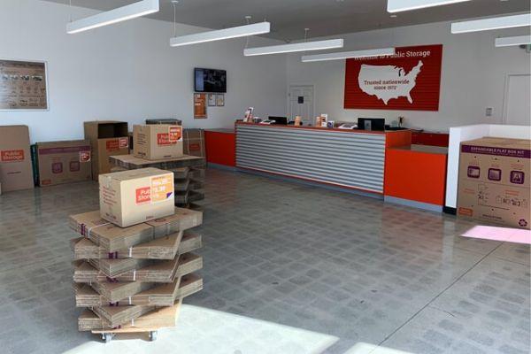 Public Storage - Sherman Oaks - 4610 Van Nuys Blvd 4610 Van Nuys Blvd Sherman Oaks, CA - Photo 2