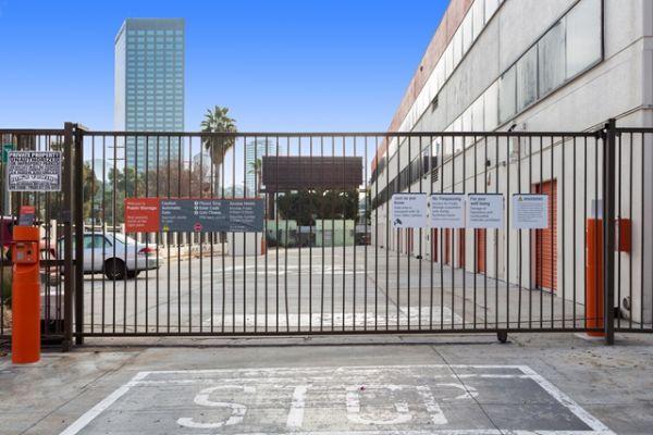 Public Storage - Studio City - 10830 Ventura Blvd 10830 Ventura Blvd Studio City, CA - Photo 3