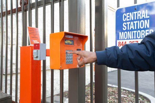 Public Storage - Costa Mesa - 2075 Newport Blvd 2075 Newport Blvd Costa Mesa, CA - Photo 4