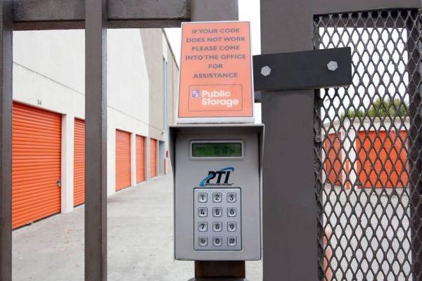 Public Storage - Emeryville - 6501 Shellmound Street 6501 Shellmound Street Emeryville, CA - Photo 4