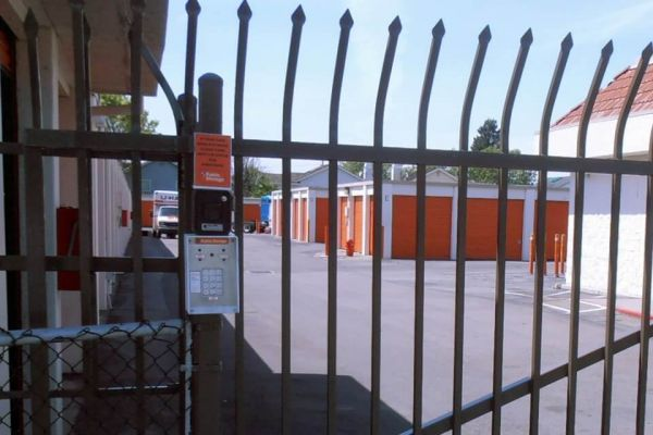 Public Storage - San Lorenzo - 15951 Hesperian Blvd 15951 Hesperian Blvd San Lorenzo, CA - Photo 4