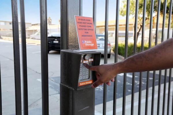 Public Storage - Hawthorne - 14107 Crenshaw Blvd 14107 Crenshaw Blvd Hawthorne, CA - Photo 4