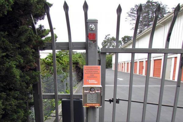 Public Storage - Del Rey Oaks - 180 Calle Del Oaks 180 Calle Del Oaks Del Rey Oaks, CA - Photo 4