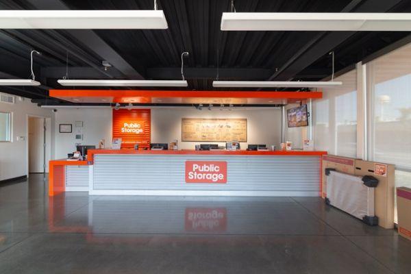 Public Storage - Huntington Park - 6911 S Alameda St 6911 S Alameda St Huntington Park, CA - Photo 2